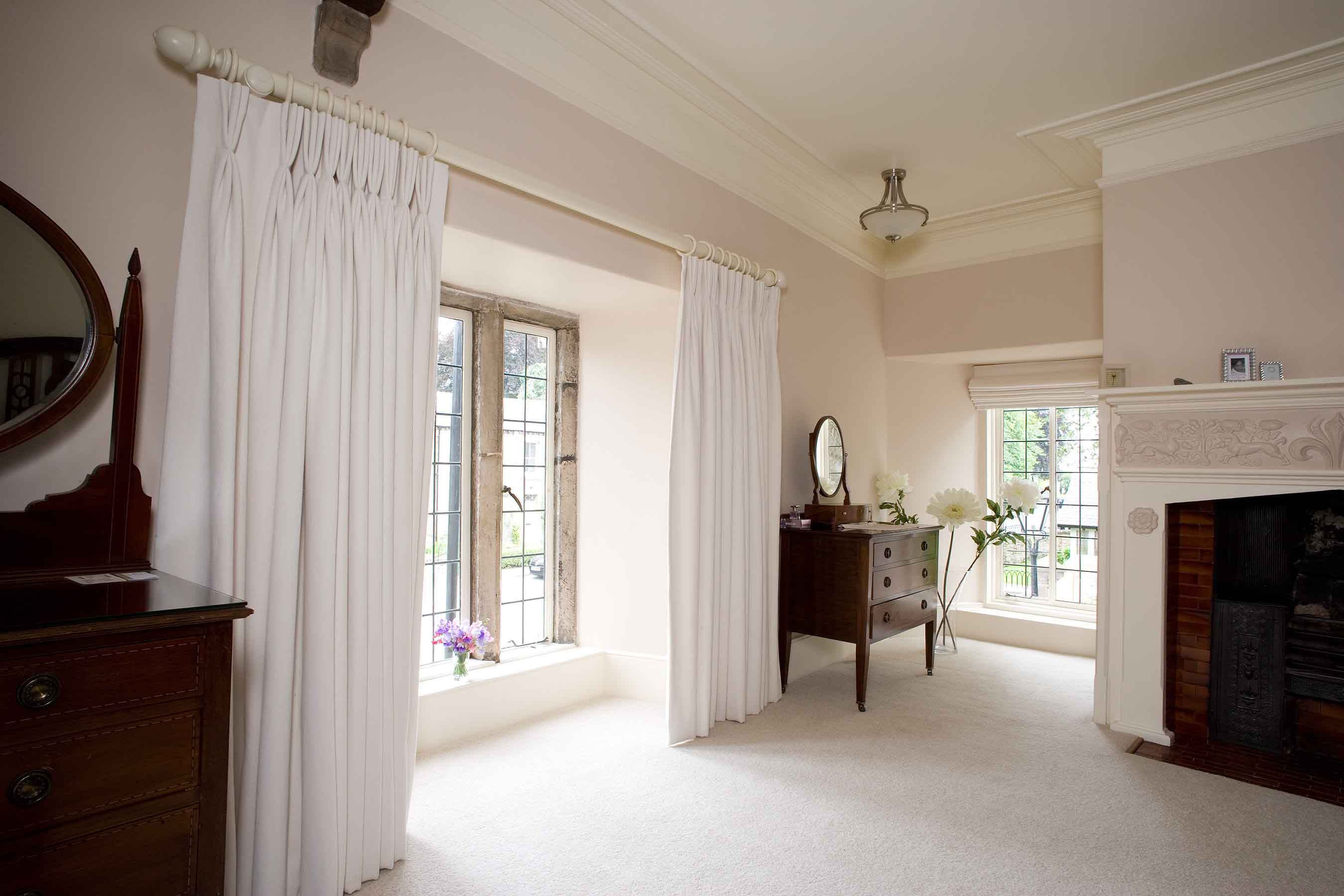 Made to measure curtains with triple pleats